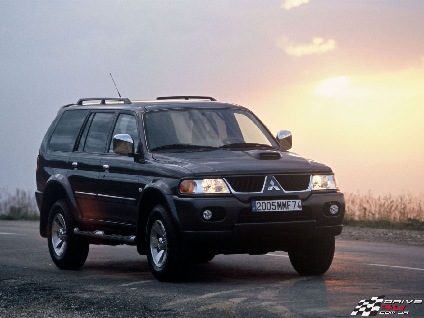 Pajero_Sport_night_wayx1600x1200.jpg