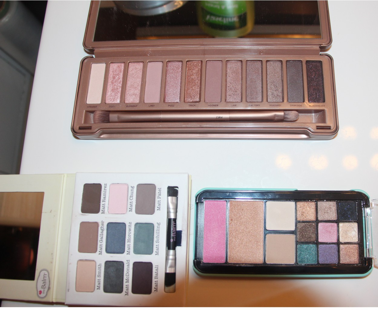 URBAN DECAY NAKED3 2000 р., theBalm Meet Matt(e) 1000 р., Too Faced 800 р.